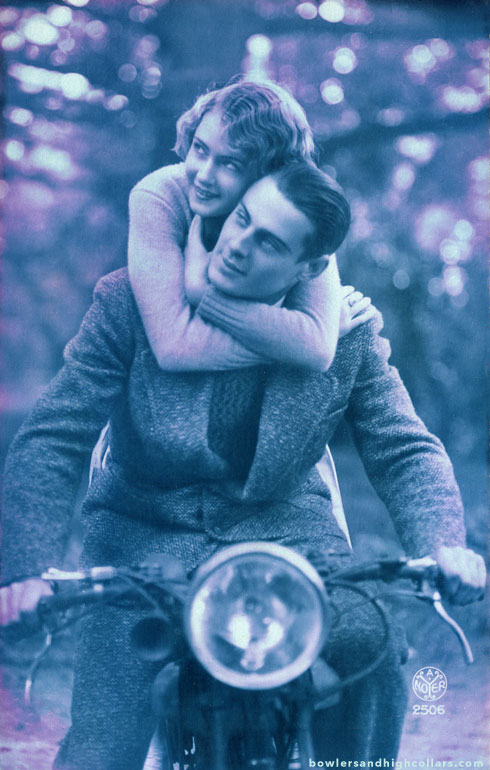 postcard-noyer-bike-couple